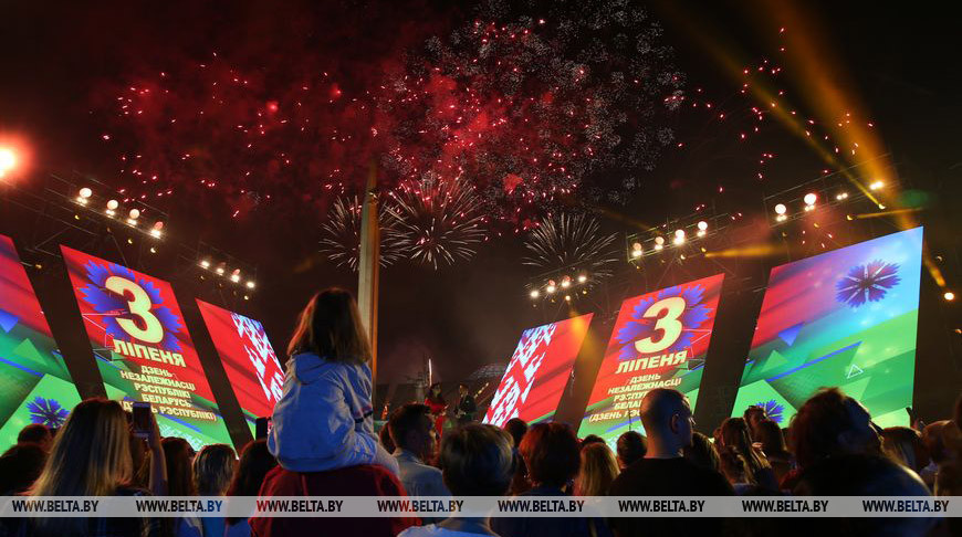 В Минске дали праздничный салют в честь Дня Независимости