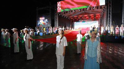 """Акция """"Споем гимн вместе"""" прошла на площади Славы в Могилеве"""