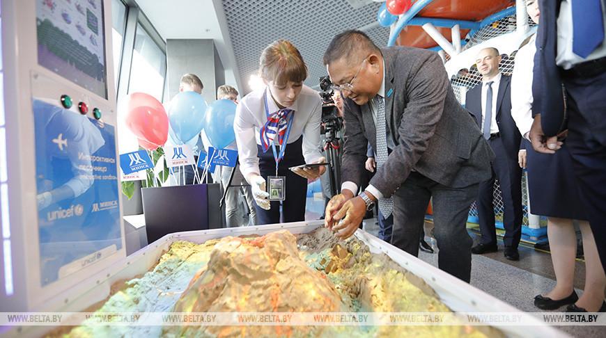 В Национальном аэропорту Минск презентовали возможности дружественной детям границы