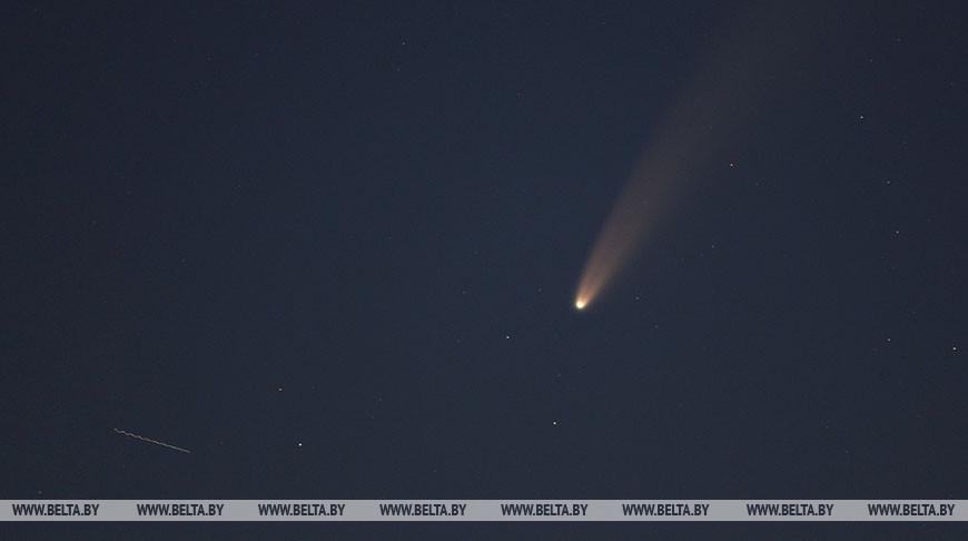 Комету C/2020 F3 можно наблюдать в небе невооруженным глазом
