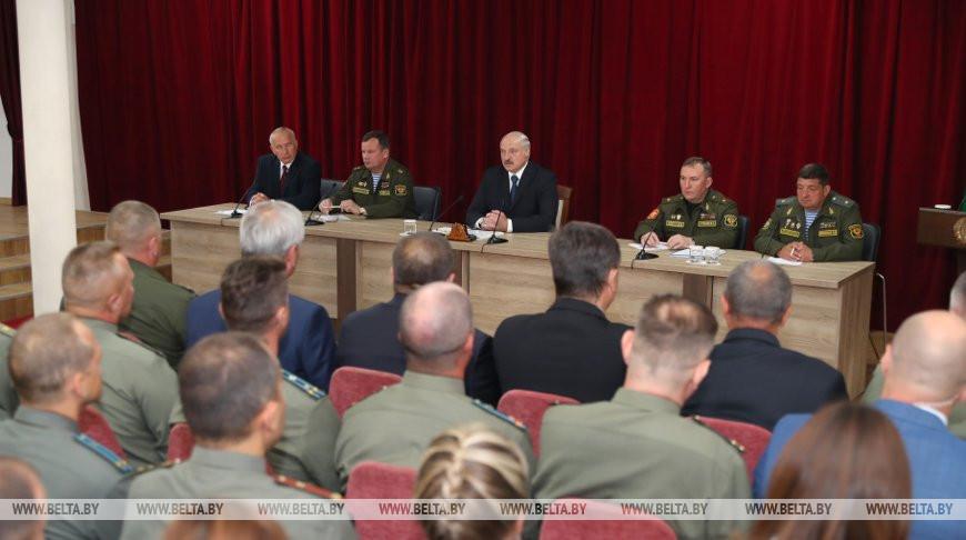Лукашенко: порох надо держать сухим, в Беларуси это усвоили на генном уровне