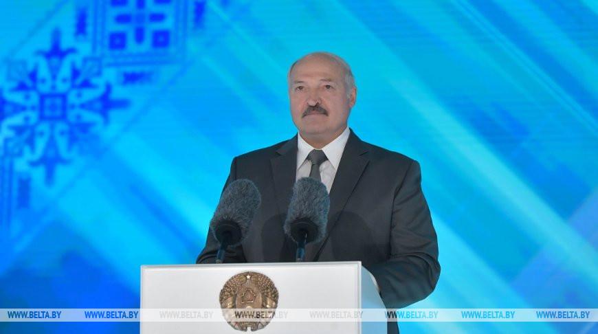 """Лукашенко: """"Славянский базар"""" в Витебске всегда разрушал барьеры и укреплял дружбу народов"""