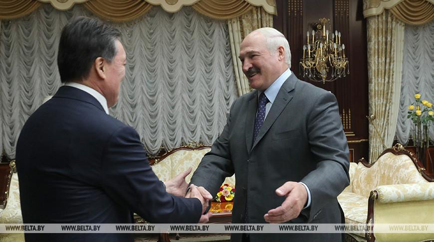Лукашенко провел встречу с премьер-министром Казахстана Аскаром Маминым