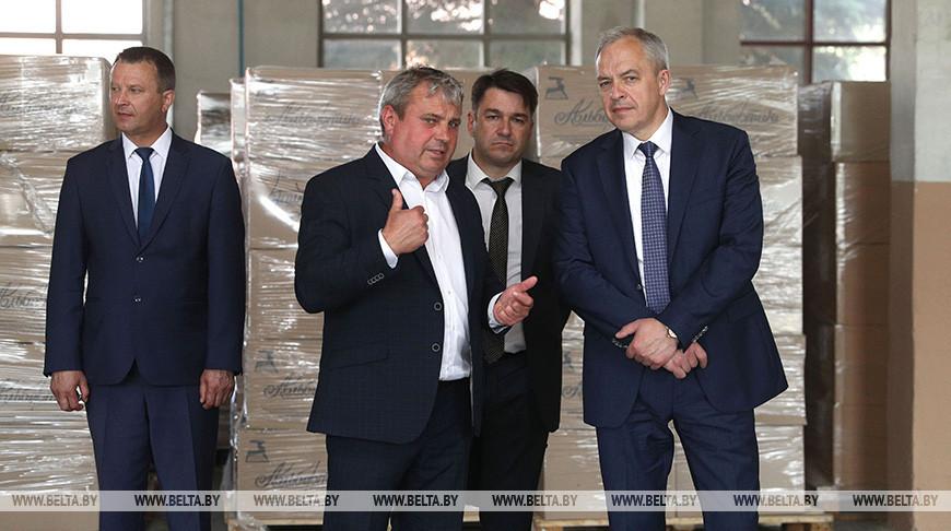 """Сергеенко посетил картонно-бумажный завод """"Альбертин"""" в Слониме"""