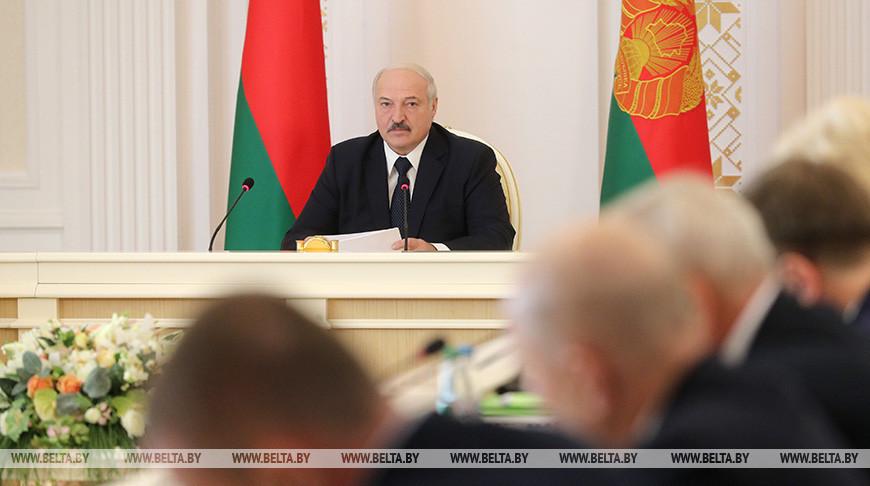 Лукашенко провел совещание с руководством экономического блока страны
