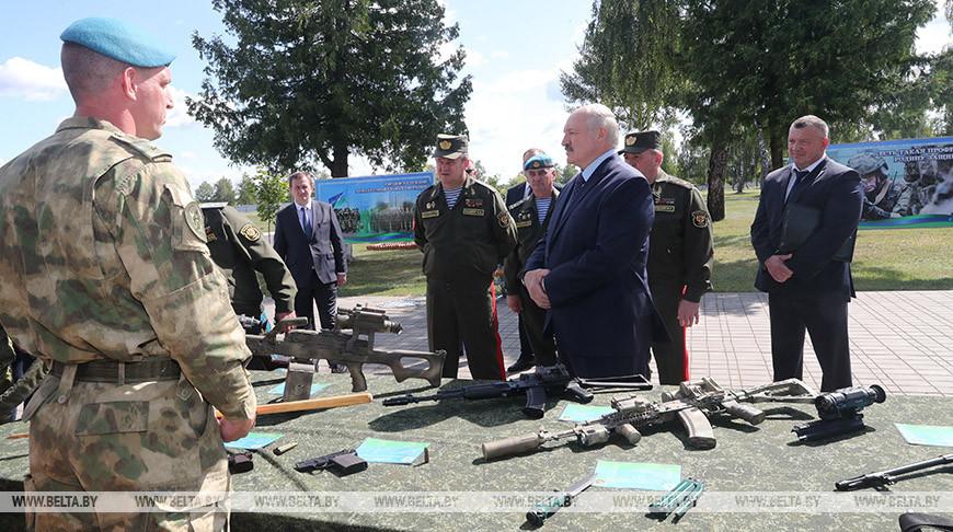 Лукашенко посетил 5-ю бригаду спецназначения в Марьиной Горке