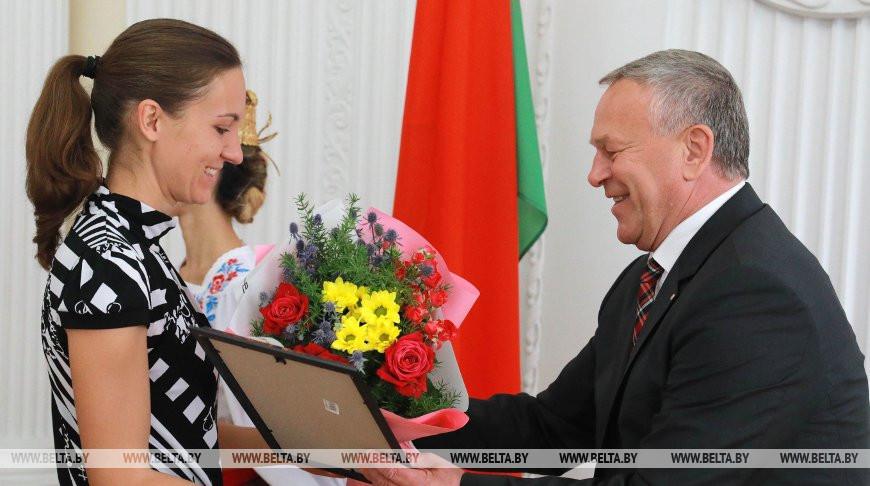В Могилеве наградили медиков, борющихся с COVID-19
