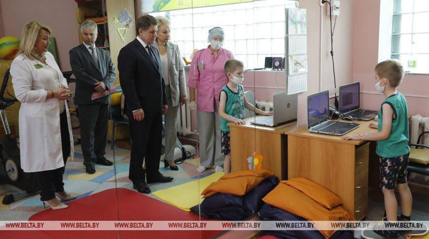 Петришенко посетил Республиканский центр реабилитации детей-инвалидов