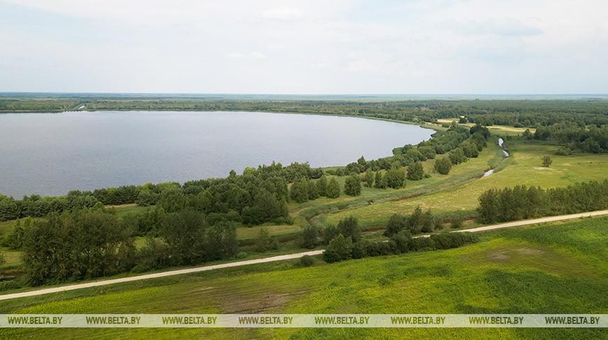 Круглое озеро возле деревни Повитье