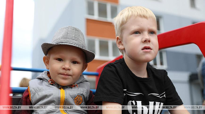 Более 60 нуждающихся в улучшении жилищных условий получили ключи от новостройки в Минске