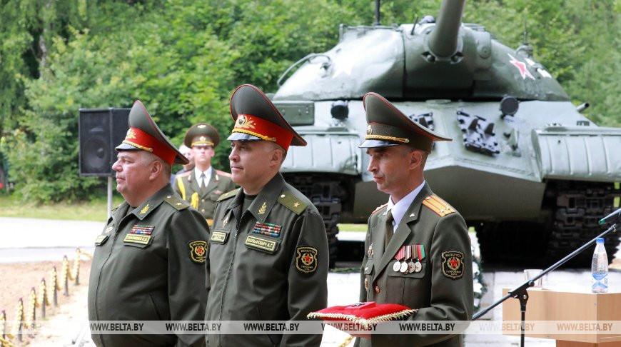Орден Красной Звезды передали базе хранения бронетанкового имущества в Могилевском районе