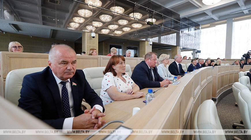 Завершилась работа внеочередной сессии Совета Республики
