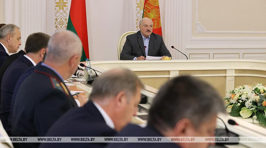 Лукашенко провел встречу с председателями облисполкомов и Минского горисполкома, помощниками по областям и Минску