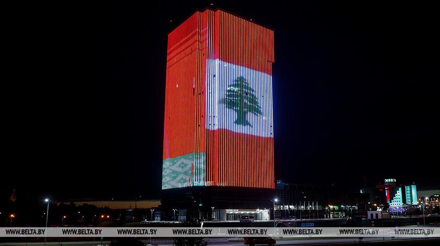 Здание в Минске окрасили в цвета флага Ливана