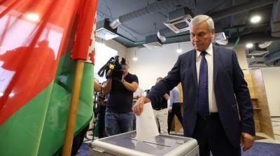 Андрейченко принял участие в досрочном голосовании