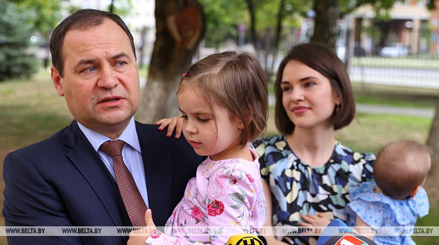 Головченко с семьей принял участие в досрочном голосовании
