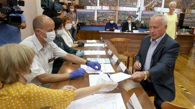 Председатель Витебского облисполкома Николай Шерстнев проголосовал на выборах