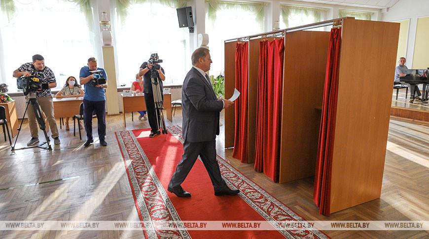 Анатолий Лис посетил избирательный участок №1 в Бресте