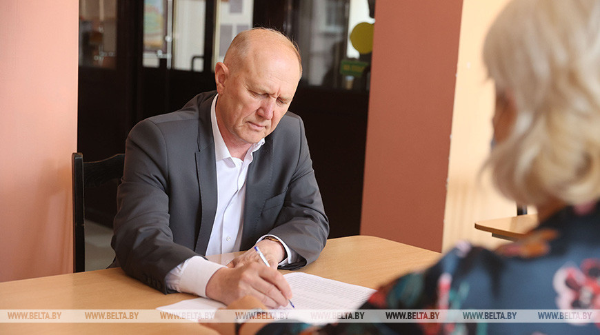 Председатель Гродненского облисполкома Владимир Кравцов проголосовал на выборах