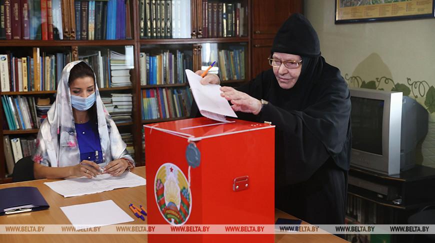 Насельницы Свято-Рождество-Богородичного монастыря приняли участие в выборах