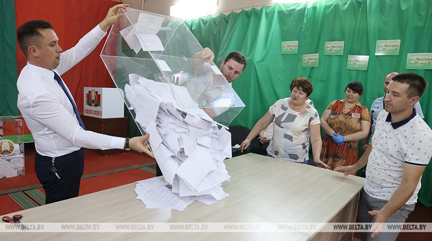 В Беларуси закрылись избирательные участки, начался подсчет голосов