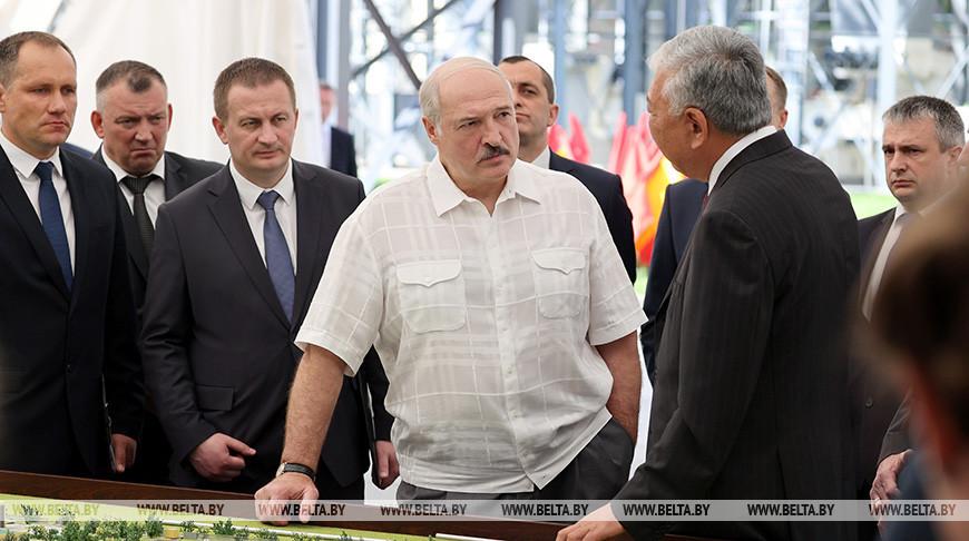 Лукашенко высоко оценил современное агропроизводство БНБК