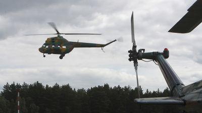 Курсанты-летчики проходят занятия по пилотированию вертолетов