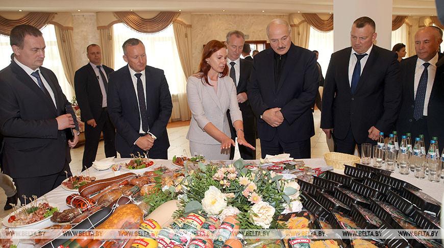 """Лукашенко посетил агрокомбинат """"Дзержинский"""""""
