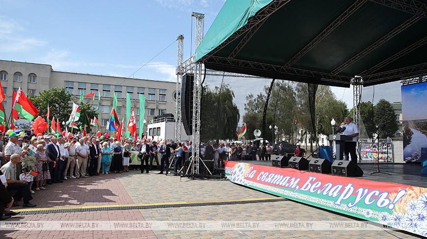Лукашенко пришел на митинг в Гродно