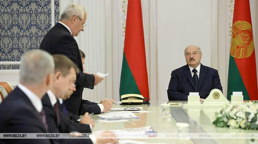 Лукашенко провел совещание по развитию важнейших организаций Министерства промышленности