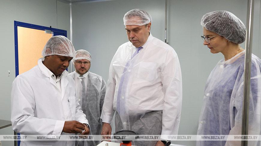 Караник посетил белорусско-индийское фармпредприятие в Скиделе