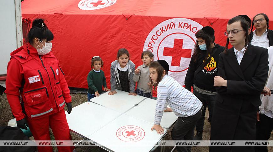 Красный Крест развернул пункт помощи евреям на нейтральной полосе между Украиной и Беларусью