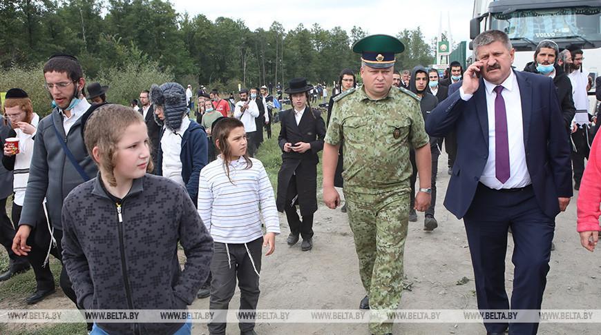 Геннадий Соловей посетил евреев на нейтральной полосе между Украиной и Беларусью