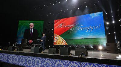 """Лукашенко приехал на женский форум в """"Минск-Арене"""""""