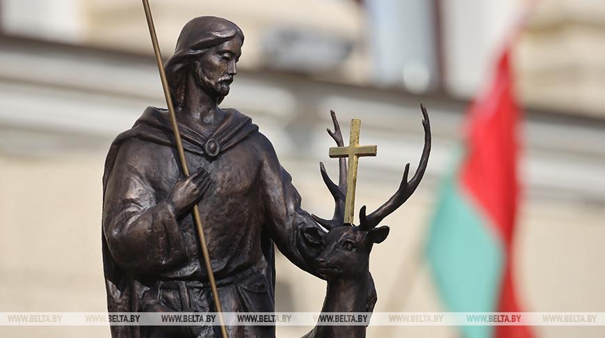В центре Гродно установили памятник святому Губерту