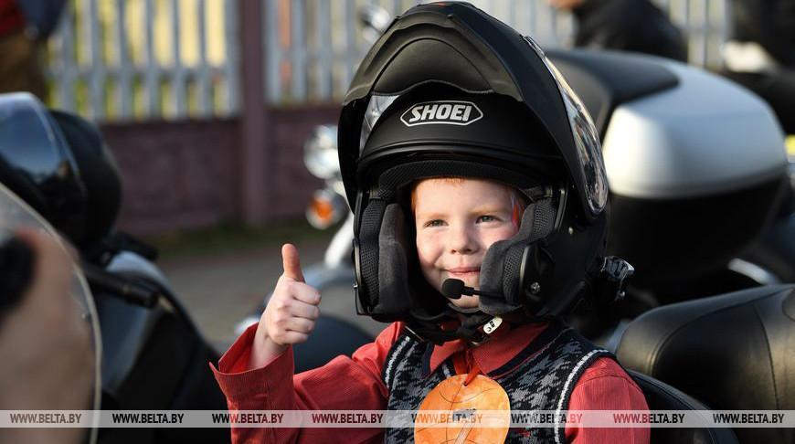 """Белорусские и российские байкеры посетили дом-интернат для престарелых и детскую деревню """"Истоки"""""""