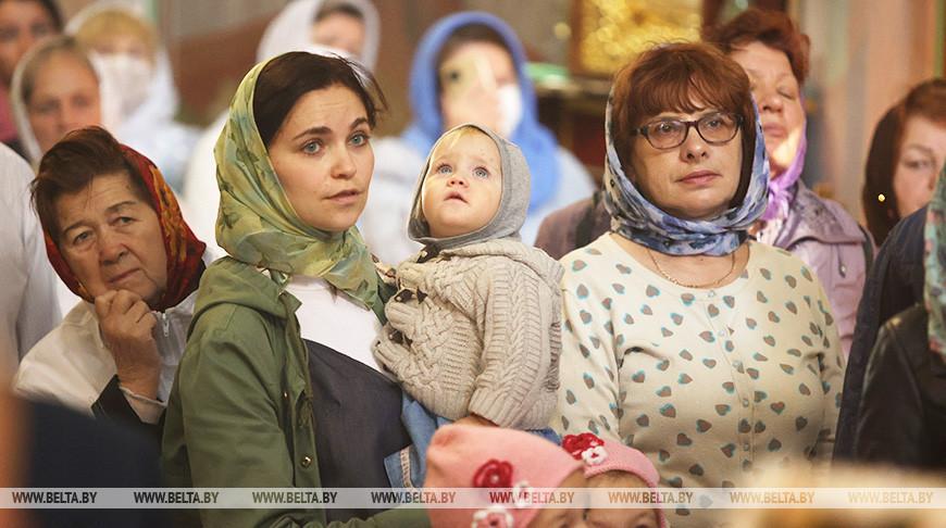 Православные верующие празднуют Рождество Пресвятой Богородицы