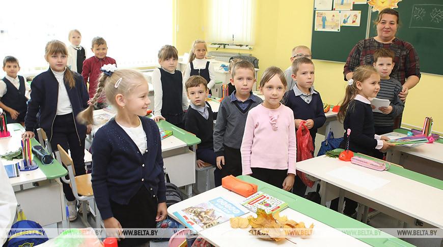 Руководители Гомельской и Брянской областей посетили среднюю школу