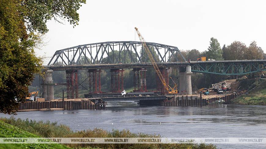 В Полоцке продолжается реконструкция моста через Западную Двину