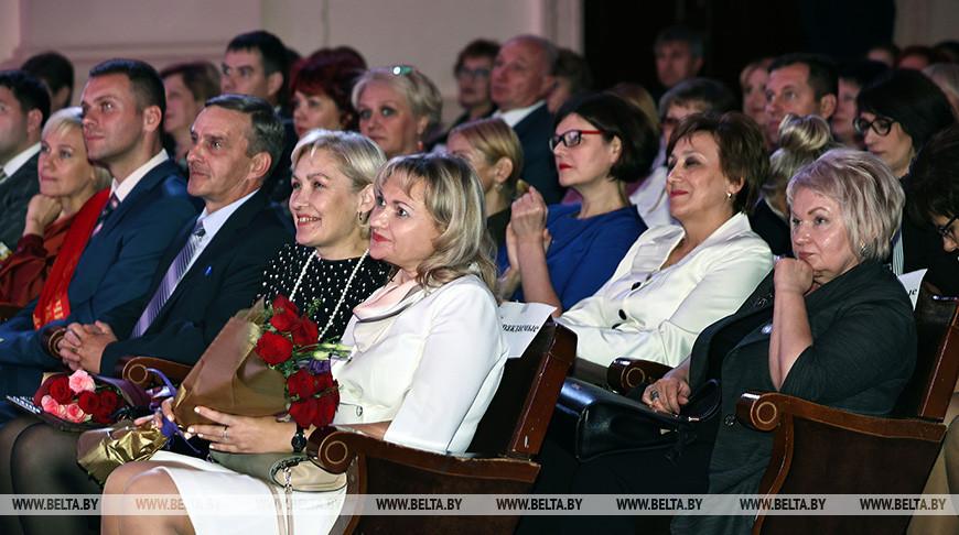 Петришенко принял участие в торжественном мероприятии, посвященном Дню учителя