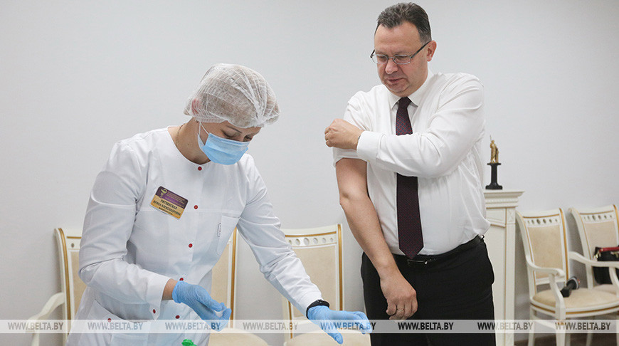 Руководство Минздрава привилось от гриппа