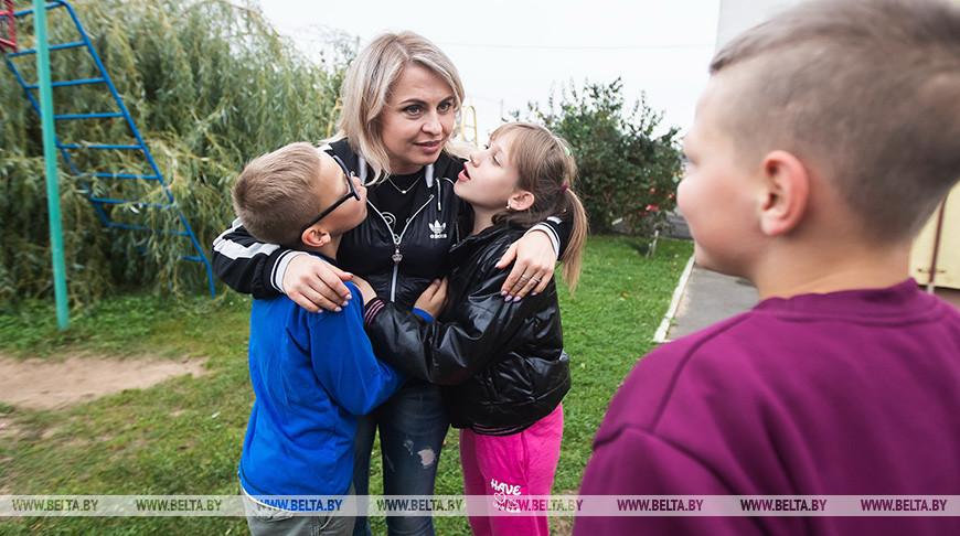 Оксана Климова из Солигорского района работает родителем-воспитателем 10 лет