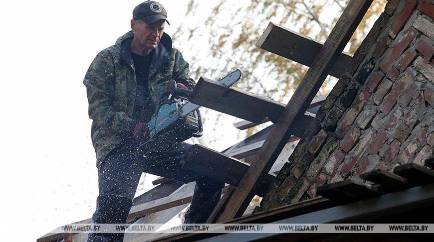 Пенсионер более трех лет восстанавливает часовню XIX века в Толочинском районе