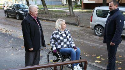 Подъемное устройство в подъезде жилого дома установили для инвалида Натальи Татаринцевой в Гомеле