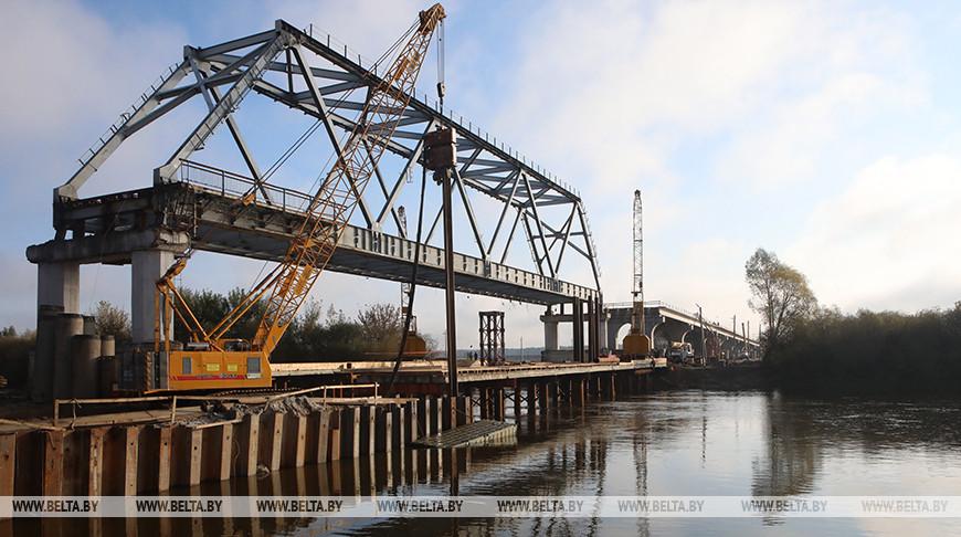 Новый мост через Днепр возводится в Рогачеве
