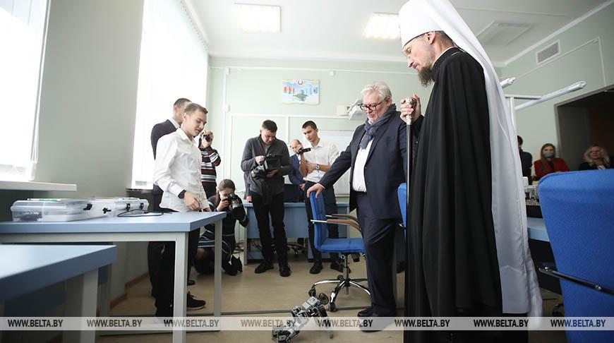 Митрополит Вениамин посетил Минский государственный колледж электроники
