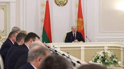 Лукашенко провел совещание по актуальным вопросам