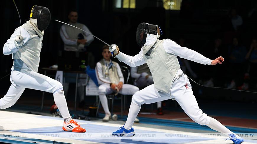 250 спортсменов принимают участие в открытом чемпионате Беларуси по фехтованию