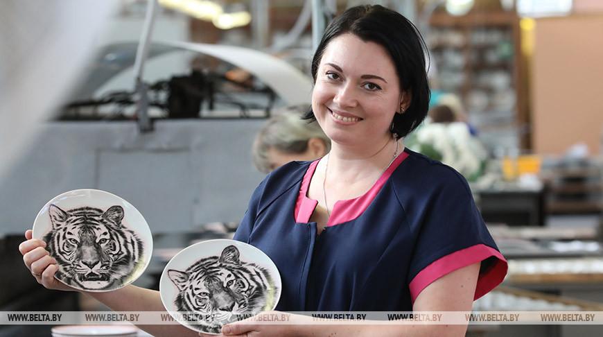 Изделия с новыми видами декора начали производить на Добрушском фарфоровом заводе