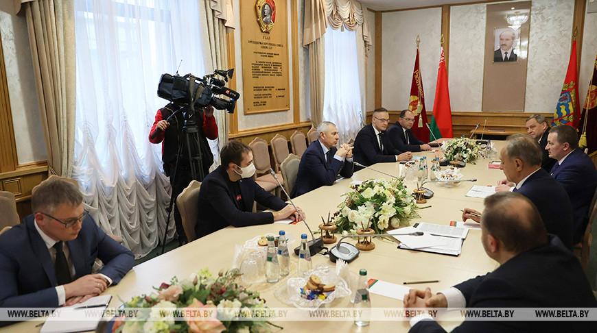 Круглый стол по вопросам развития страны прошел в Миноблисполкоме